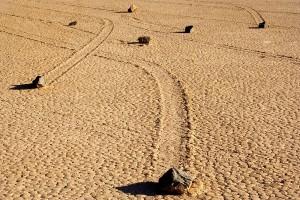 Долина движущихся камней в Калифорнии