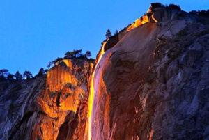 Огненный водопад в Калифорнии