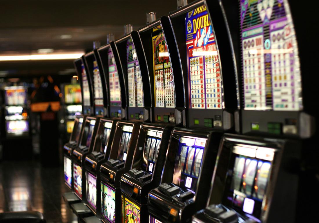 Играть в игровые автоматы на реальные деньги телефон казино европа